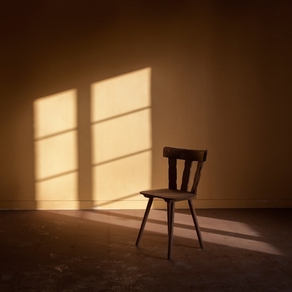 © Charles Roux - Please take a seat