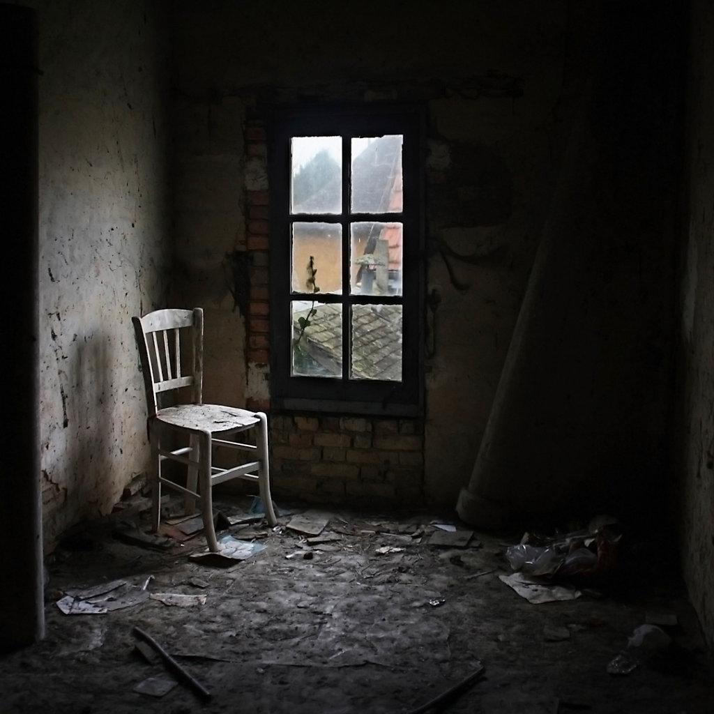 © Charles Roux - Please take a seat